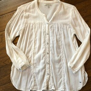 American Eagle Outfitters shirt size M